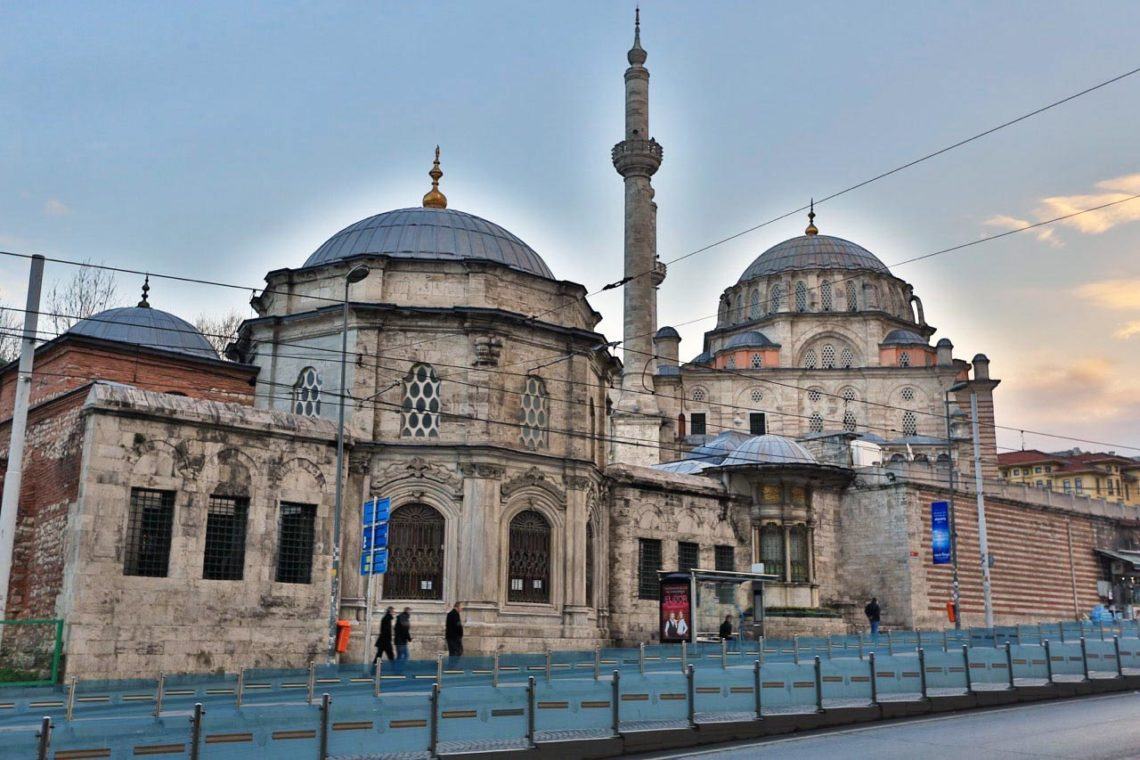 Istanbul sultan koji je prodao carstvo za jedno pi anje for Kunefe amsterdam